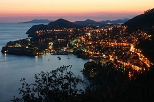 Dubrovnik_by_night